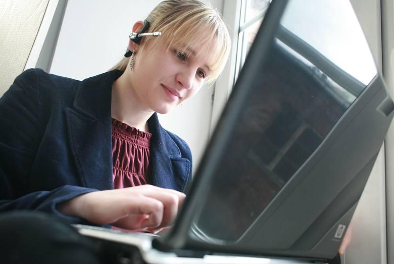 Spośród osób, które pracowały lub nadal pracują zdalnie, co druga wykonuje swoje codzienne obowiązki elastycznie, w zależności od potrzeb.
