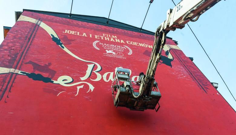 Oryginalna reklama powstaje na ogromnej ścianie kamienicy u zbiegu ul. Jagiellońskiej i BernardyńskiejNa wielkiej ścianie kamienicy u zbiegu u. Jagiellońskiej