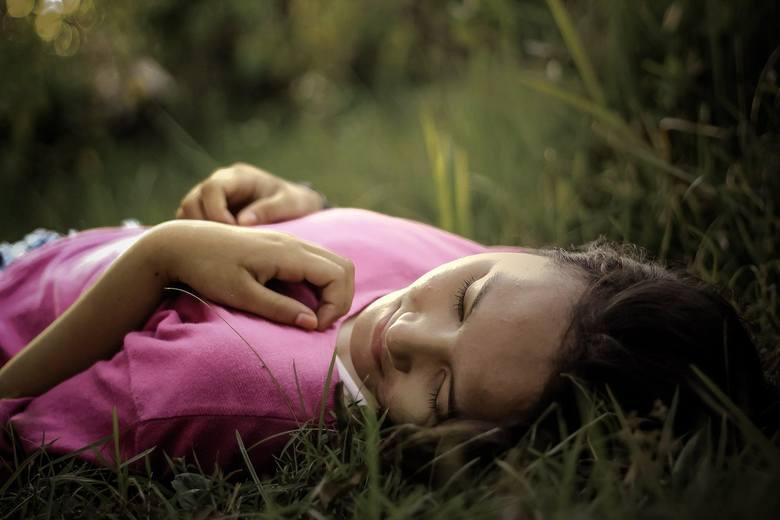 OdpoczynekOdpoczynek jest ważny, niezależnie od pory roku. Czując zmęczenie nie powinniśmy odmawiać sobie popołudniowej drzemki. Widocznie nasz organizm