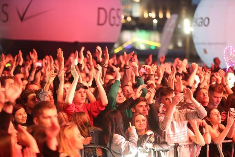 W sobotę wieczorem na szczecińskiej Łasztowni odbyły się ostatnie koncerty w ramach Juwenaliów. Na scenie wystąpił m.in. KęKę. Zobaczcie ZDJĘCIA! &a