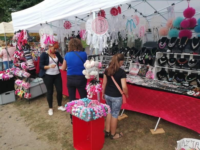 Liczne grono wystawców i tłumy zwiedzających - tak krótko można podsumować pierwszy dzień XVIII Festiwalu Starych Ciągników i Maszyn Rolniczych im. Jerzego