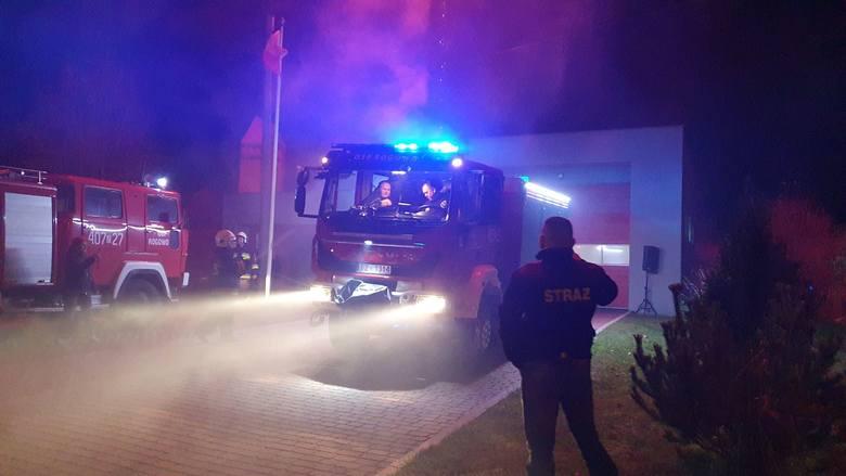 W sobotę późnym wieczorem w siedzibie Oczotniczej Straży Pożarnej w Rogowie hucznie powitano przybycie nowego średniego wozu ratowniczo gaśniczego marki