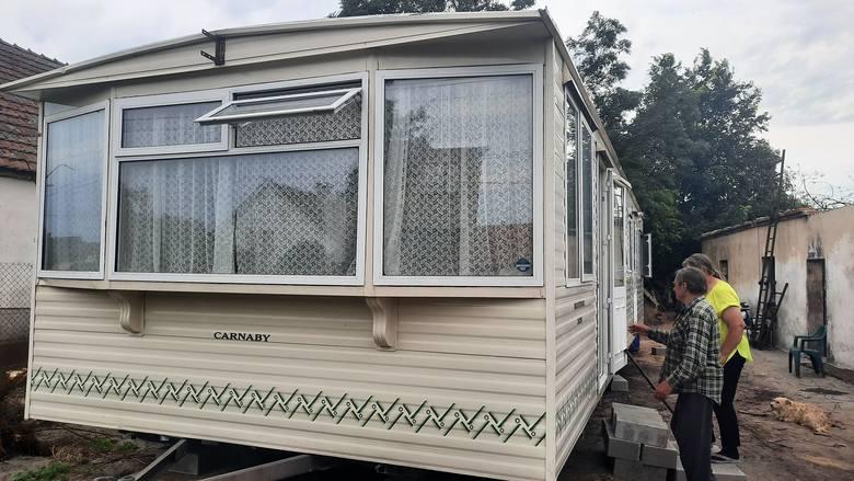 W pomoc małżeństwu z Opola, które straciło dom w pożarze, zaangażowali się sąsiedzi, ale też ludzie spoza regionu, a nawet z zagranicy. Dzięki nim na podwórzu państwa Stępniów stanął wymarzony domek holenderski.