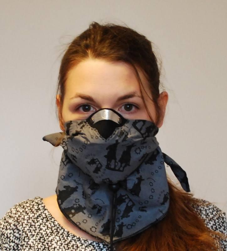 Maska: Respro BanditScarf * Cena: 119 zł * Cena filtry: Filtr niewymienny – można prać. Maska powinna być wymieniona po sześciu miesiącach użytkowania * Jakie filtry w masce: Maska-chustka ma wbudowany filtr z węglem aktywnym, dodatkowo chroniony specjalną powłoką, co umożliwia jej pranie. Według...