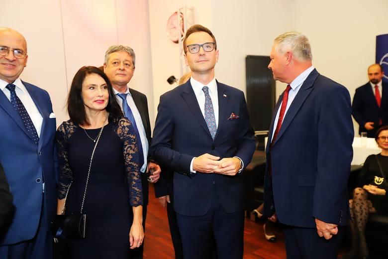 13 października odbyły się wybory do Sejmu i Senatu. Jaki wynik uzyskali kandydaci Prawa i Sprawiedliwości?O godzinie 21 PiS miał 239 mandatów i 43,6