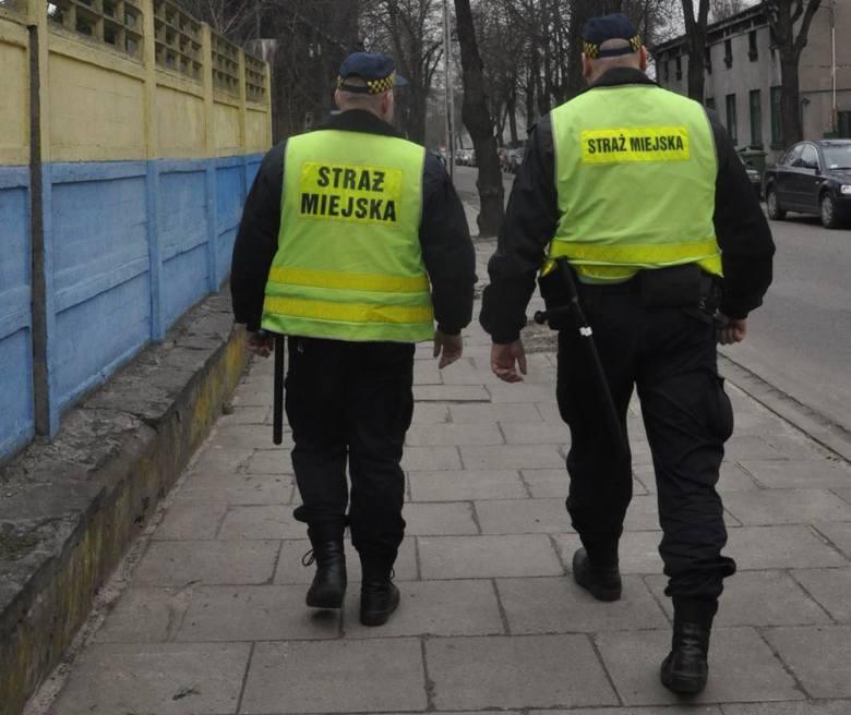 """Kwarantanna w Pabianicach. Strażnicy miejscy pomogą policji przypilnować """"kwarantanny"""""""