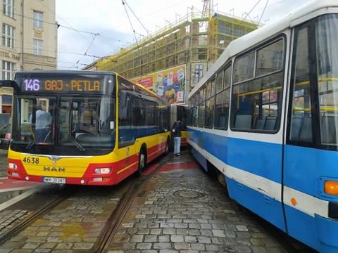 Wypadek autobusu MPK i tramwaju przy Dworcu Głównym (ZDJĘCIA)
