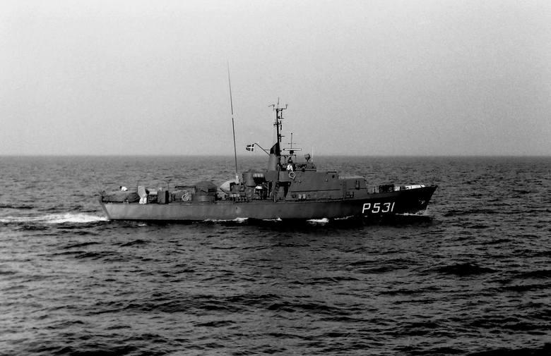 Duński kuter patrolowy serii Dafne podczas rejsu wzdłuż pasa naszych wód terytorialnych latem 1977 r.