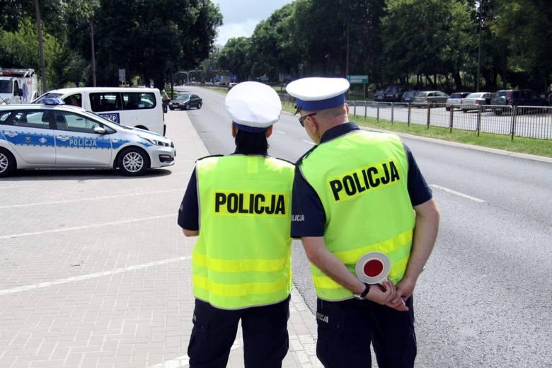 Od 7. listopada wejdą w życie nowe przepisy dla polskich kierowców. Lista zmian jest dość spora. Co czeka kierowców? Zmienia się m.in. uprawnienia policjantów.