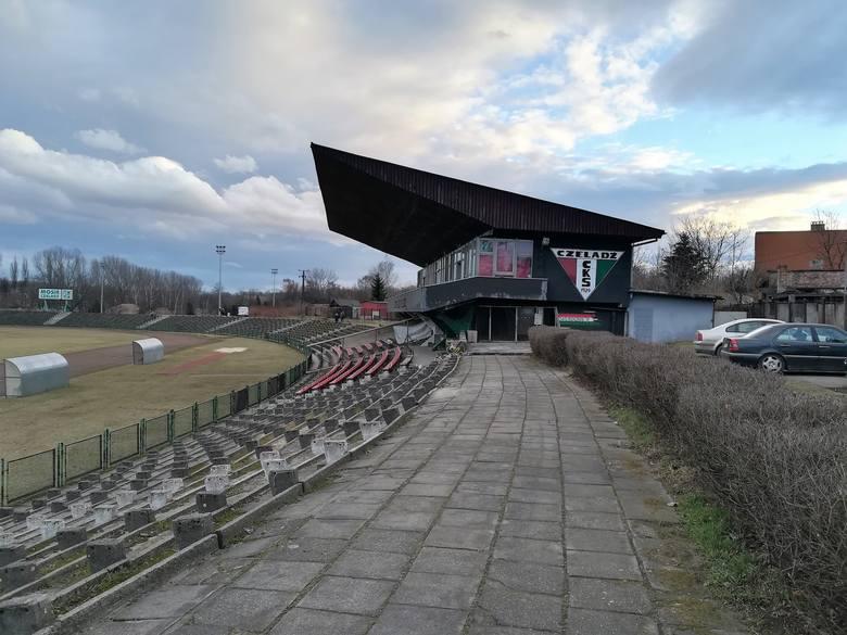 Stadion w Czeladzi nie zmienił się wcale w ostatnich latach, wygląda tak jak na początku XXI wieku. Widać to na zdjęciach, dokumentujących zmagania o Paterę Dziennika Zachodniego w biegach