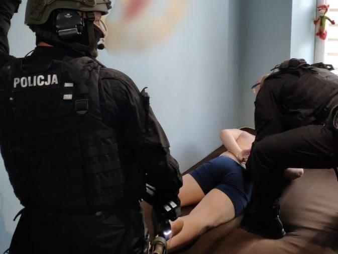 Precyzyjnie skoordynowana akcja zatrzymania czterech podejrzanych odbyła się w piątek, 8 maja. Działania podjęto na podstawie informacji funkcjonariuszy