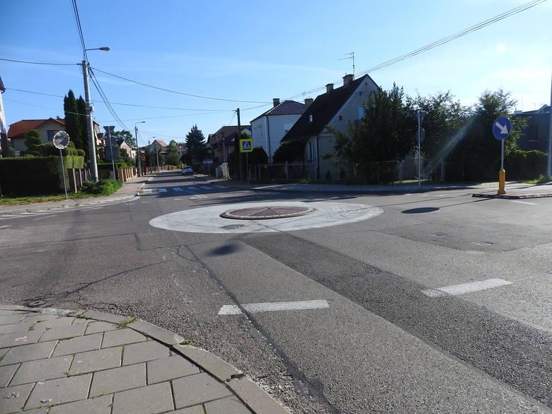 Rondo u zbiegu ulic: Komisji Edukacji Narodowej, Olimpijskiej i Bacieczki