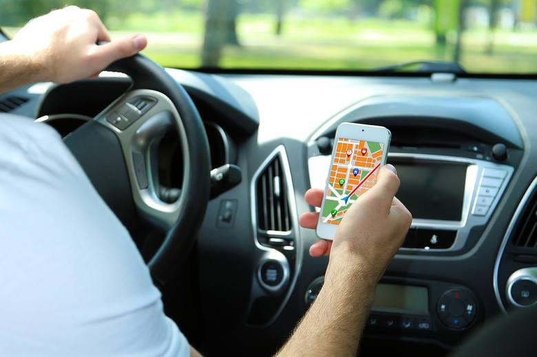 TOP 10 aplikacji dla kierowcy. Programy na smartfona, które pomogą na drodze