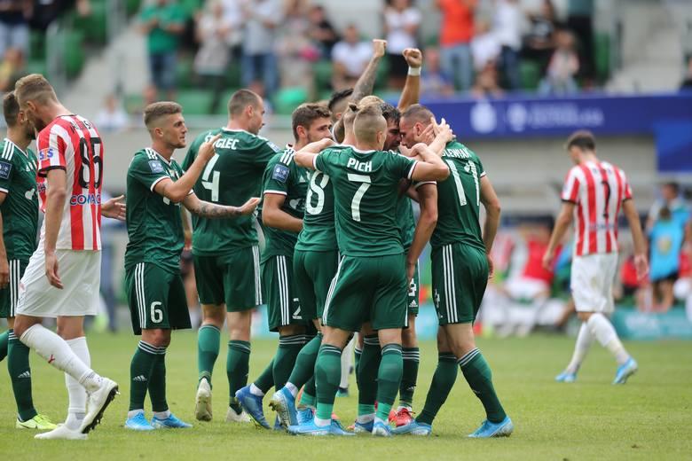 Śląsk Wrocław przegrał z Rakowem Częstochowa 0:1 w meczu 12. kolejki PKO Ekstraklasy. Spotkanie to rozegrano w Bełchatowie. Przedstawiamy oceny piłkarzy
