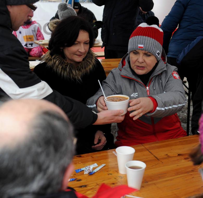 Była premier Beata Szydło podczas wizyty na przemyskim stoku narciarskim.Oto najciekawsze naszym zdaniem zdjęcia wykonane przez naszego fotoreportera