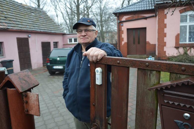 -Słabo znaliśmy tego chłopaka, a mieszkam tu niedaleko  ponad 40 lat- mówi Zbigniew Cichy.- Cała wieś jest w szoku.