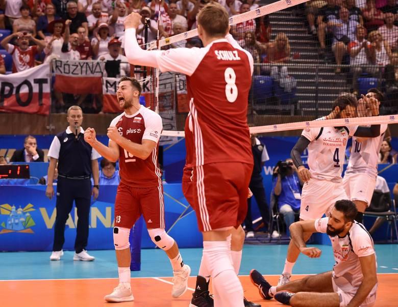 Polacy z kompletem zwycięstw prowadzą w grupie D.