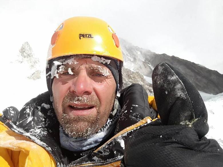 Rafał Fronia miał wypadek na K2, dla niego to koniec wyprawy. Himalaista nie będzie już wspinał się na szczyt, musi wrócić do Polski