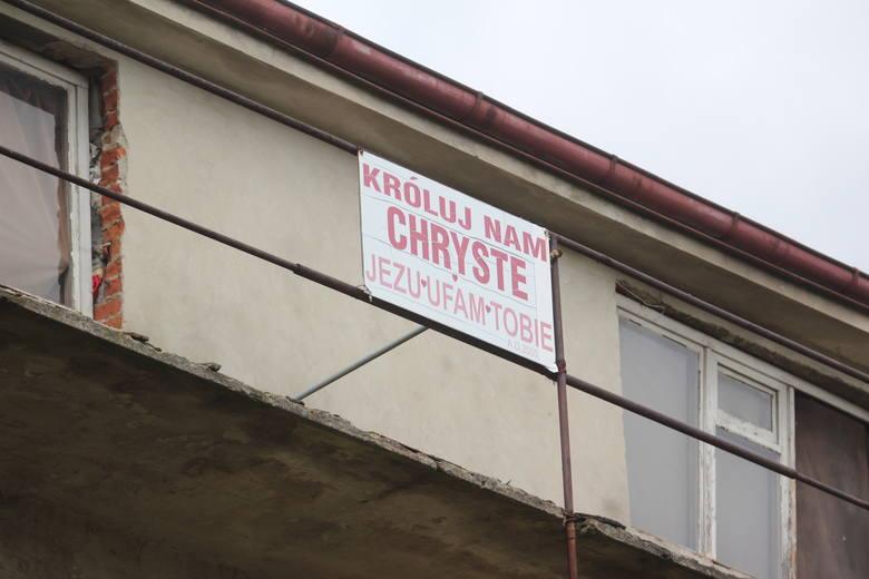 Charakterystyczna tabliczka na opuszczonym domu przy al. Kraśnickiej w Lublinie