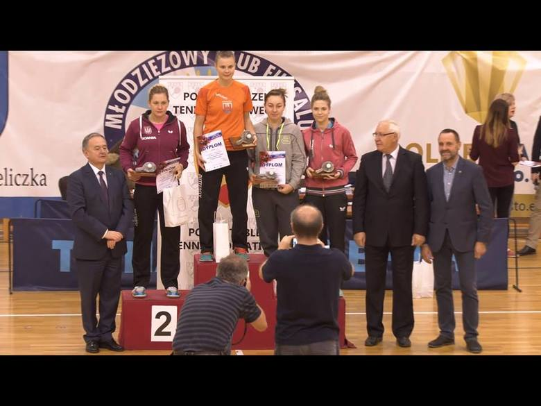 Natalia Bajor na najniższym stopniu podium zawodów w Wieliczce.