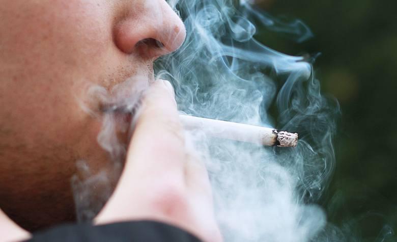 Jak wynika z danych Głównego Inspektora Sanitarnego, wciąż pali papierosy około 8 milionów Polaków.