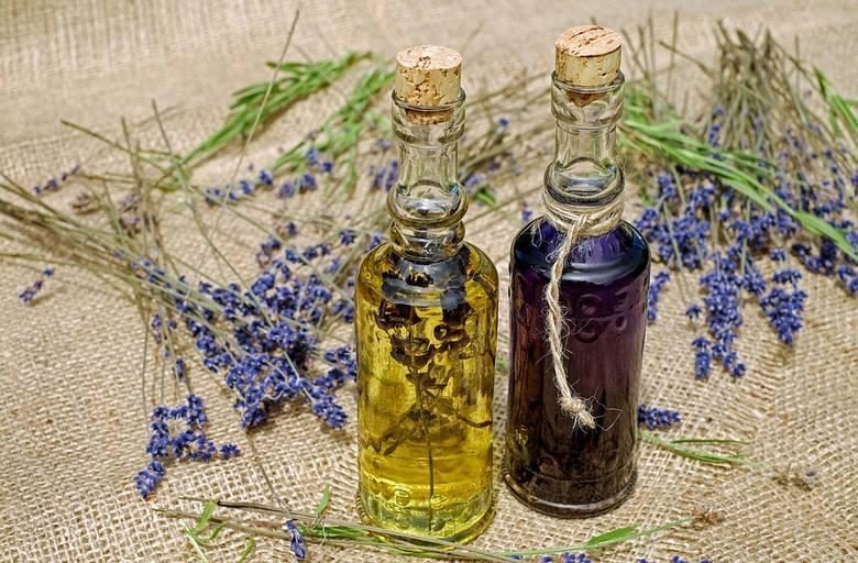Inhalacje z olejku lawendowego ułatwiają zasypianie, obniżają napięcie i odczuwanie lęku. Sprawdzono to w bardzo ciekawym badaniu opublikowanym na łamach