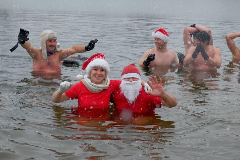 """Przemyskie morsy """"Niedźwiadki"""" nowy sezon kąpieli w zimnej wodzie mają już co prawda za sobą, ale w niedzielę 3 grudnia pierwszy raz"""
