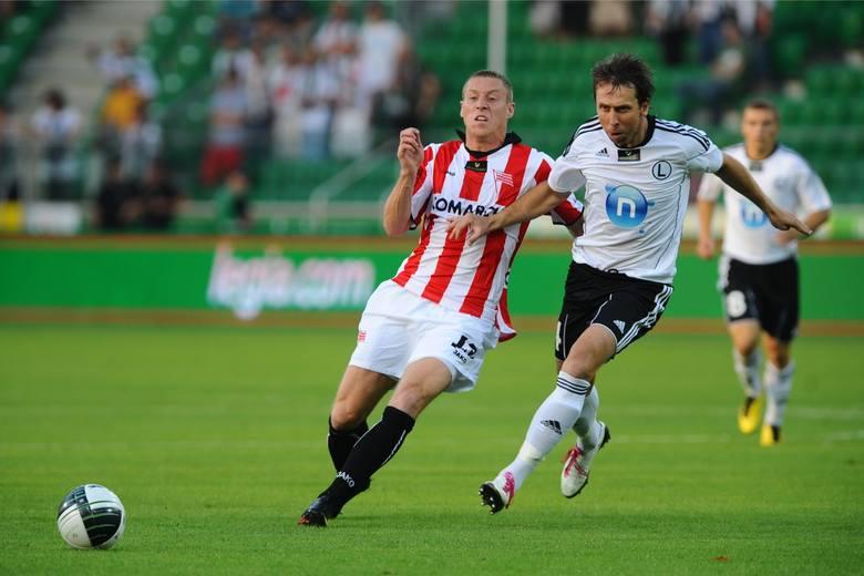 Grał w Cracovii w latach 2009 - 2010, wystąpił w 37 meczach, strzelił 8 bramek. Obecnie pracuje w firmie z branży IT.