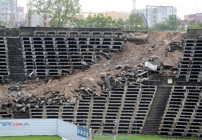 Rozbiórka stadionu w Szczecinie. Znika zadaszenie. Ale nie bez problemów [ZDJĘCIA, WIDEO]