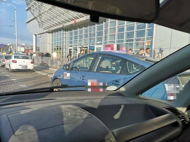 """Szczecin. Pouczenia, mandaty a nawet wezwania do sądu za blokowanie """"Kiss&Ride"""""""