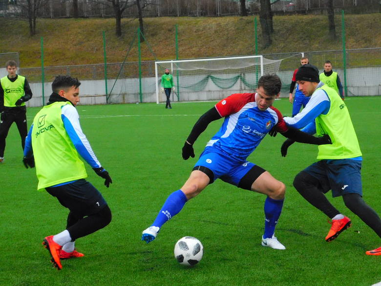 W meczu sparingowym rozegranym na koszalińskim euroboisku, Gwardia Koszalin uległa Gryfowi Słupsk 2:3 (1:1). Bramki dla Gwardii strzelili Daniel Wojciechowski