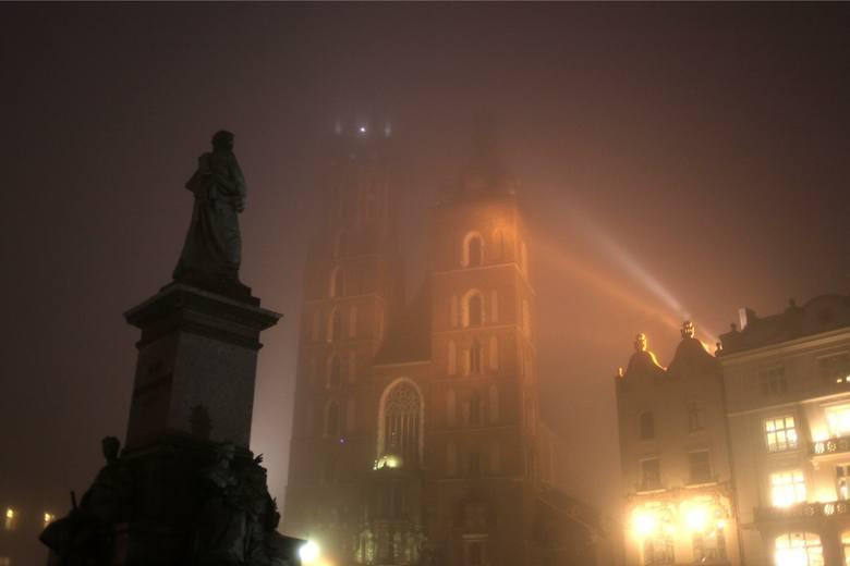 Kraków. Doświetlanie pomnika Adama Mickiewicza może trochę potrwać