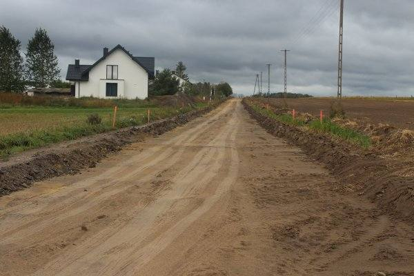 Gminne drogi zostaną przebudowane, by zwiększyć bezpieczeństwo ich użytkowników.