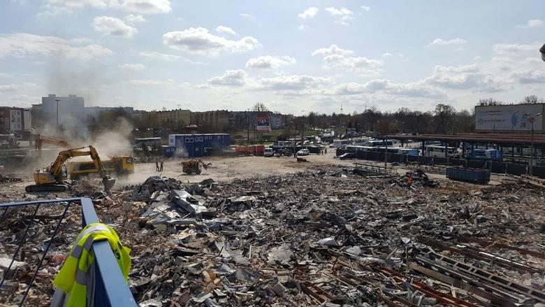 Takie zdjęcie zburzonego dworca z perspektywy kładki nad torami przysłał nam Czytelnik, pan Marek