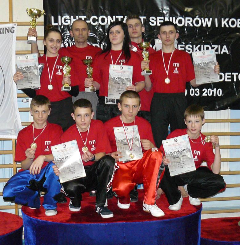 Zawodnicy Diamentu (na zdjęciu z trenerem Jerzym Pilarzem) świetnymi startami w MP Południowej, przygotowują się do majowych mistrzostw Polski w Elb