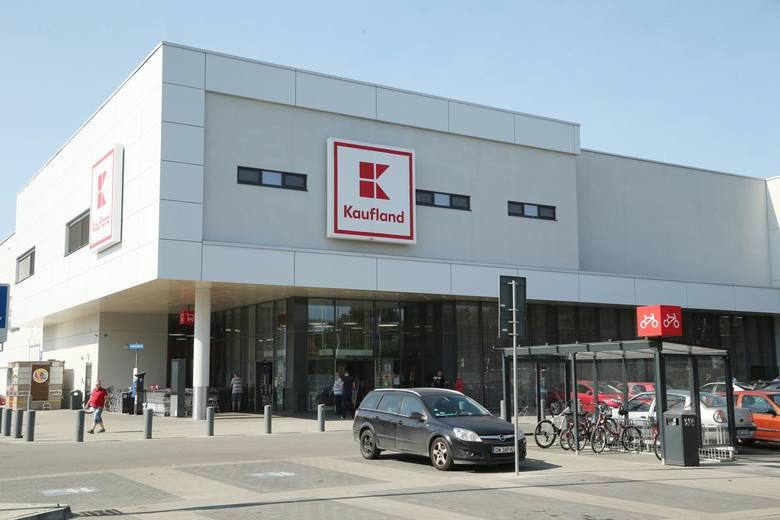 KauflandPracownicy sieci Kaufland po raz kolejny otrzymają premie. Z okazji Wielkanocy pracownicy firmy Kaufland co roku otrzymują bony na zakupy w sklepach
