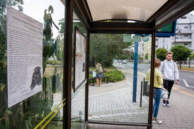 Pan Jerzy wydrukował blisko tysiąc plakatów, część rozdał przechodniom, część przywiesił na wiatach przystankowych w całym mieście