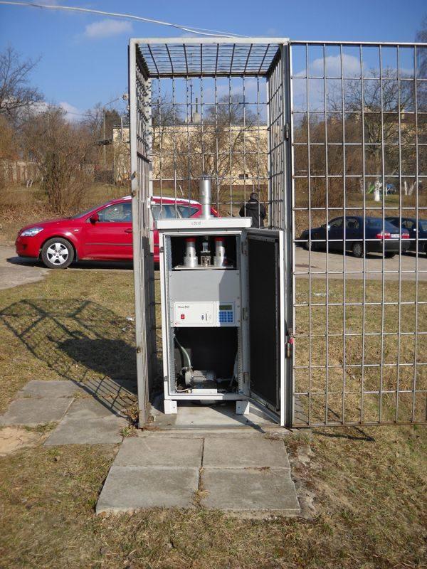 Otwarty pobornik pyłu PM10, Łódź, ul. Rudzka 60