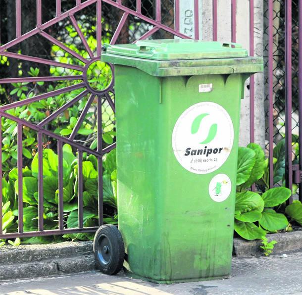 W większości miast w Polsce, śmietniki są dostępne dla mieszkańców przez całą dobę