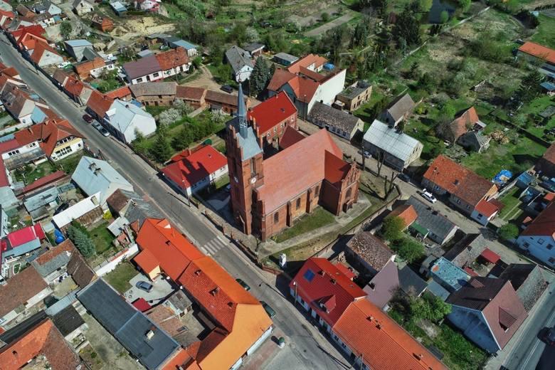 W województwie lubuskim jest sporo miejscowości, które, choć z nazwy są wsiami, wcale ich nie przypominają. To za sprawą zabudowy typowej dla małych