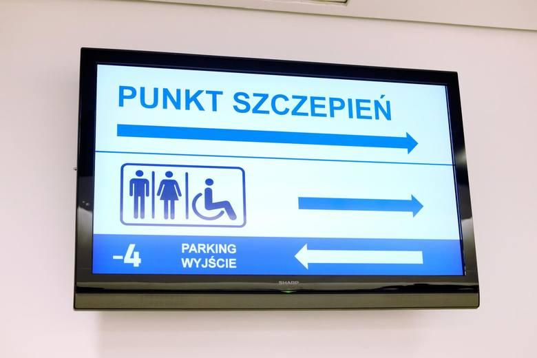 22.03.2021 warszawa punkt szczepien przeciwko covid-19 na pge narodowymn/z: fot. adam jankowski / polska press