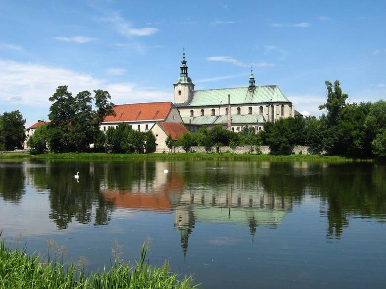 13 . miejsce - JemielnicaDochód mieszkańca: 2997,75 złMiejsce w zestawieniu gmin w Polsce: 1176 (spadek z 1167. pozycji)