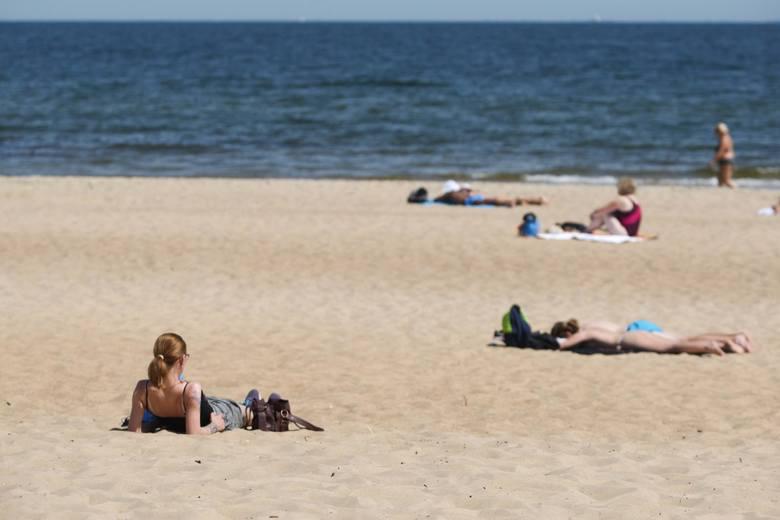 09.06.2018 gdansk. upalny dzien na plazy w jelitkowie fot. piotr hukalo / dziennik baltycki / polska press
