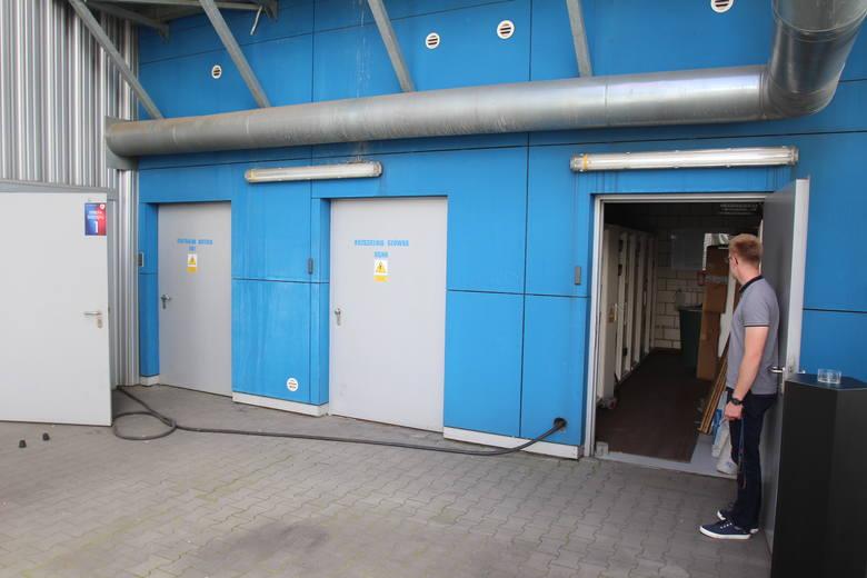 Wejście do pomieszczenia zasilania stadionu.