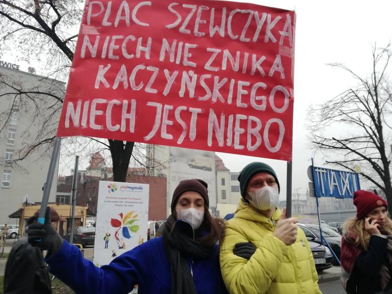 "Protest na placu Szewczyka w Katowicach<br /> <br /> <iframe src=""//get.x-link.pl/3b9c3459-808f-e14d-c589-1da99482715d,71b0f7ae-1111-f922-f0dc-226a78e42a8f,embed.html"" width=""640"" height=""360"" frameborder=""0"" webkitallowfullscreen="""" mozallowfullscreen="""" allowfullscreen=""""></iframe>"