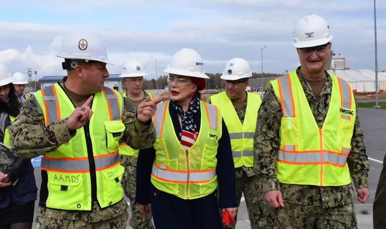 Jon Grant, dowódca NSF Redzikowie, gościł Ambasadora na swojej pierwszej wizycie w Bazie Antyrakietowej w Redzikowie. Georgette Mosbacher została mianowana