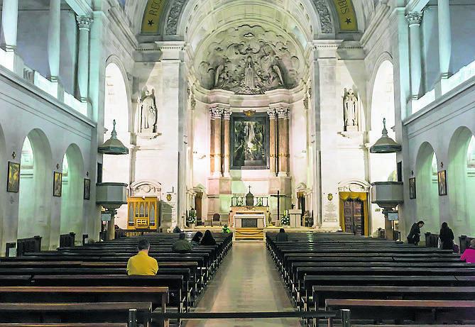 Wnętrze Bazyliki Matki Boskiej Rożańcowej