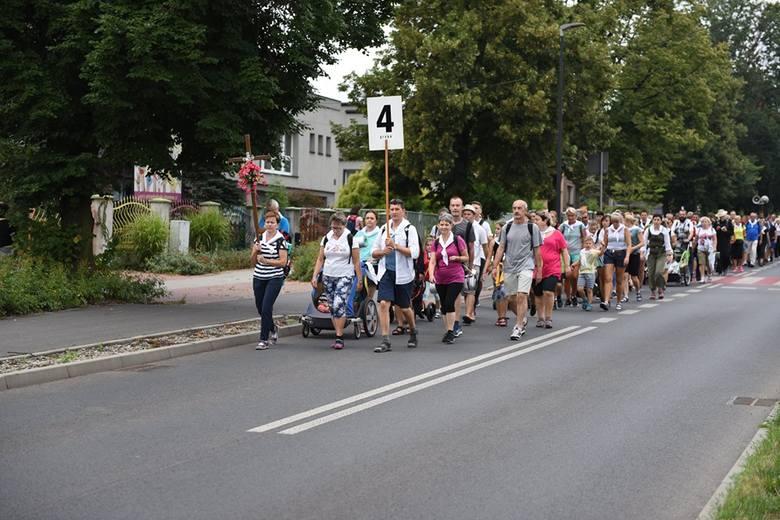 W pierwszym dniu wędrówki na Jasną Górę, pielgrzymi pokonali najbardziej wymagający odcinek Rybnik-Gliwice.