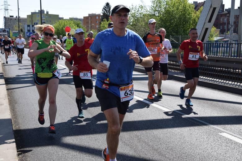 Około 800 biegaczy wzięło udział w kolejnej edycji Półmaratonu śladami Bronka Malinowskiego na trasie Grudziądz - Rulewo. Ten bieg to już tradycja. Uczestnicy