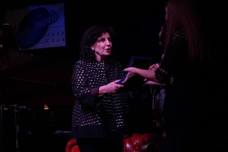 Eleni otrzymuje Medal im. Nikosa Chadzinikolau